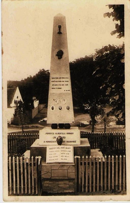 1932: Památník padlým ve světové válce